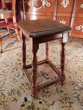 Tabouret normand, Style Louis XIII